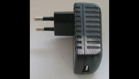 Accesorio Usb Y Toma De Corriente 220 V Para Linternas. Ref. UC220
